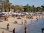 Suburbanos lotam praias mesmo algumas estando proibidas para o banho