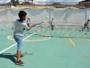 Parceria garante aulas de tênis e material esportivo para alunos de escola municipal
